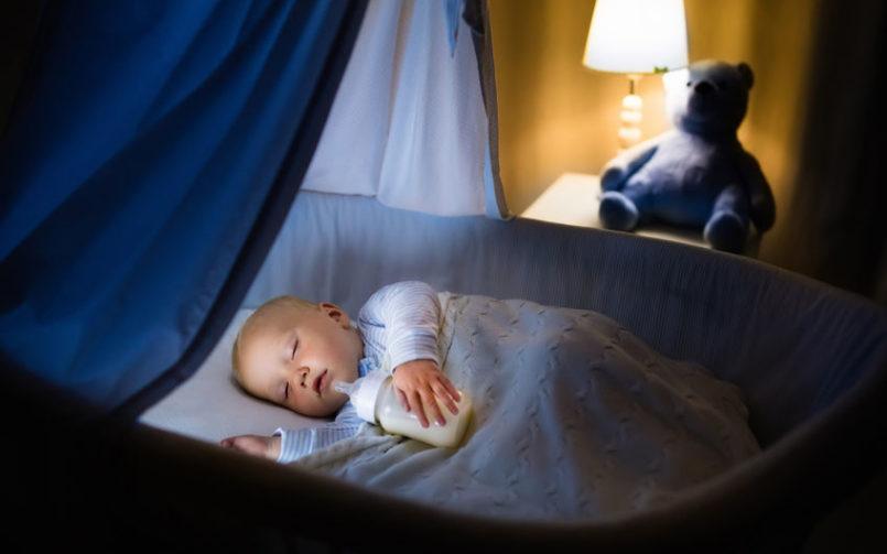 con qué frecuencia debe comer el bebé por la noche